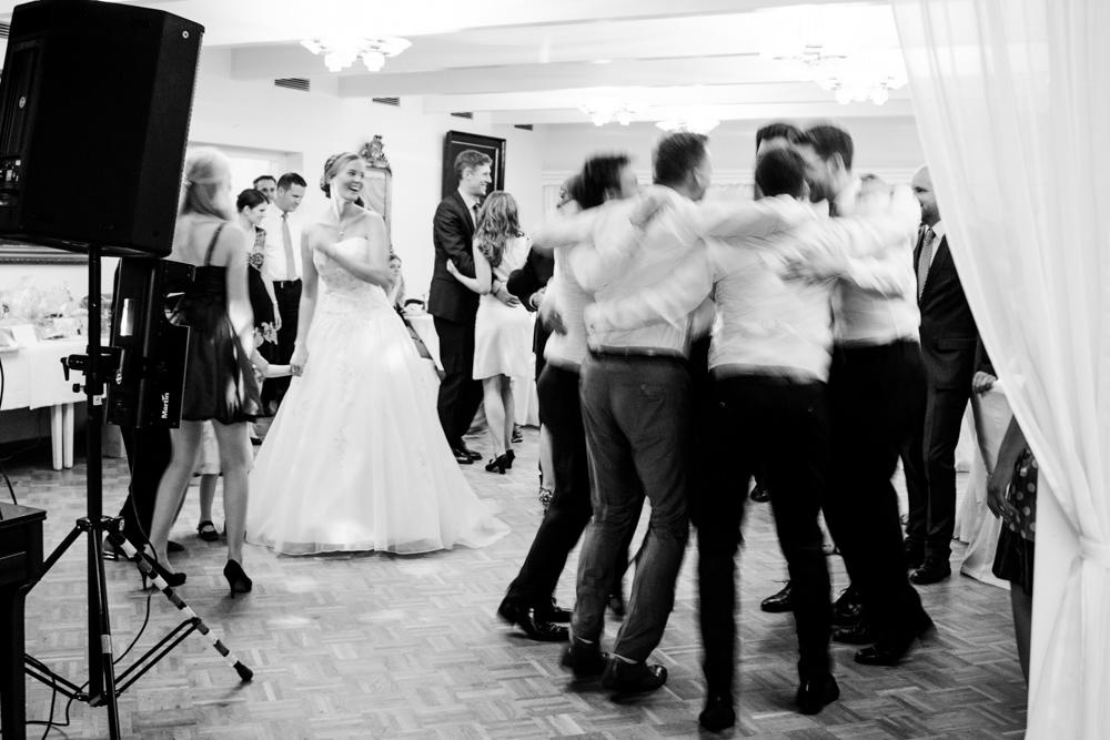 Hochzeitsfotos in Tremsbuettel - mit Florian und Annika-35