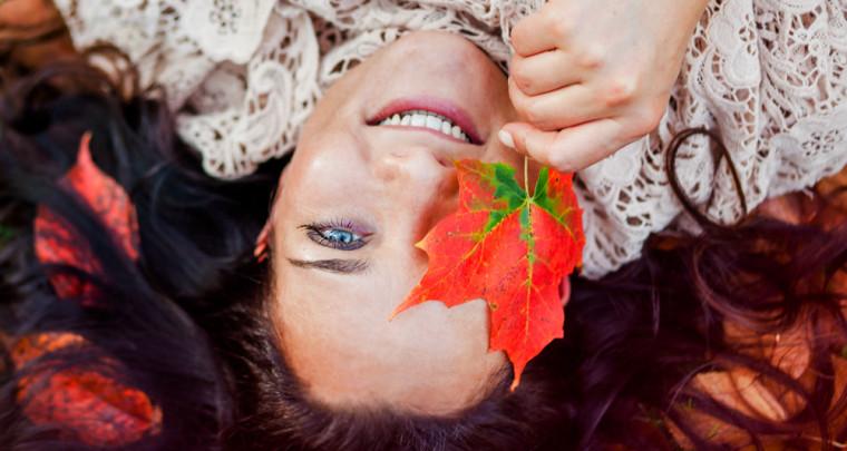 Portraitfotos in Kiel - mit Franziska und viel Herbstlaub